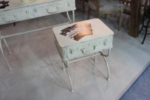 Столик-чемодан